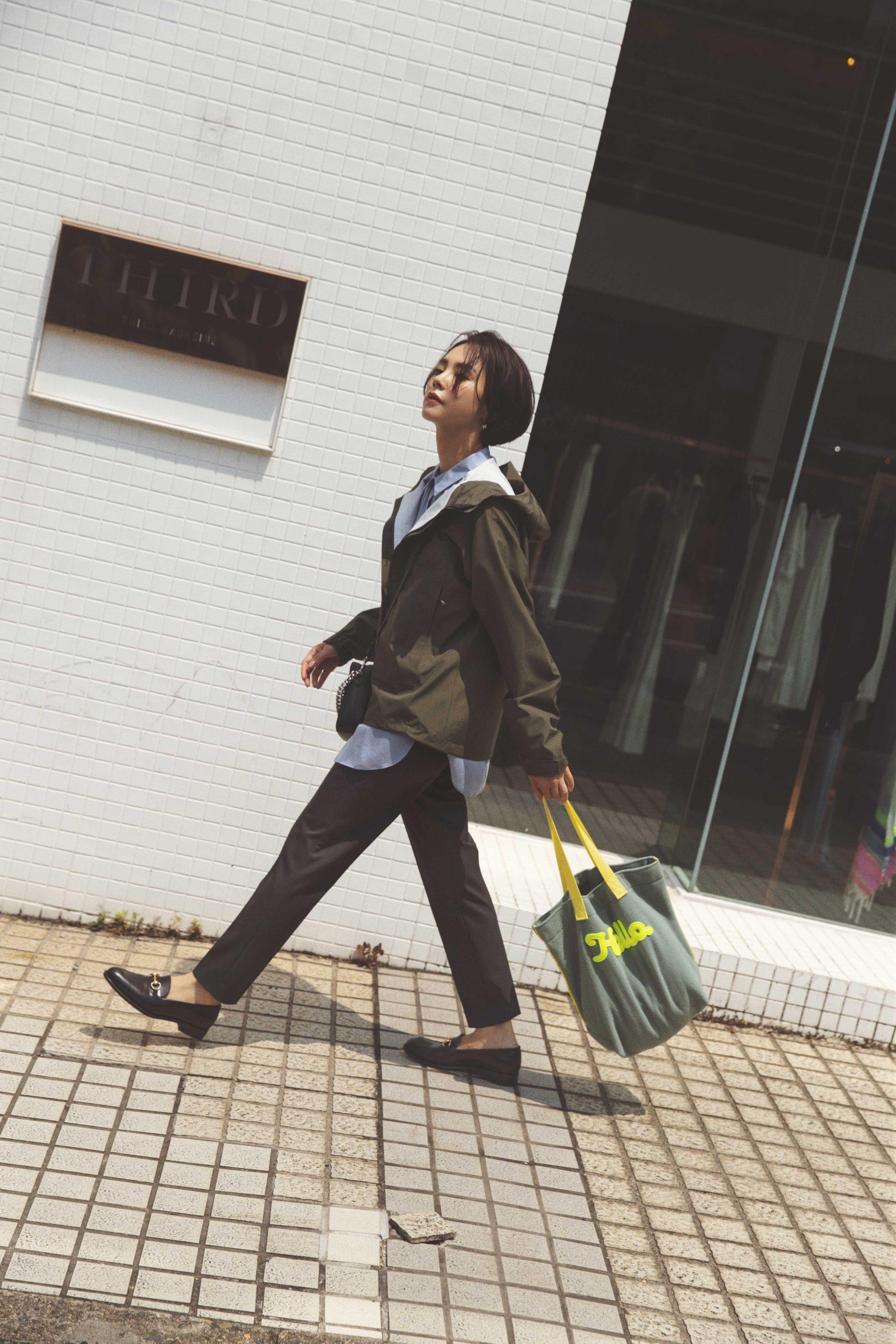 モデル・女優の浅見れいなさん。ノースフェイスのブルゾンを着てカジュアルミックスコーデ。30代ファッション。