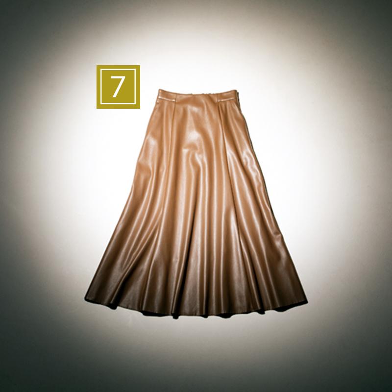【7】レザースカート トレンド素材のエコレザーを取り入れて、定番イメージを一新! スカート¥12,000(ステート オブ マインド/ゲストリスト)