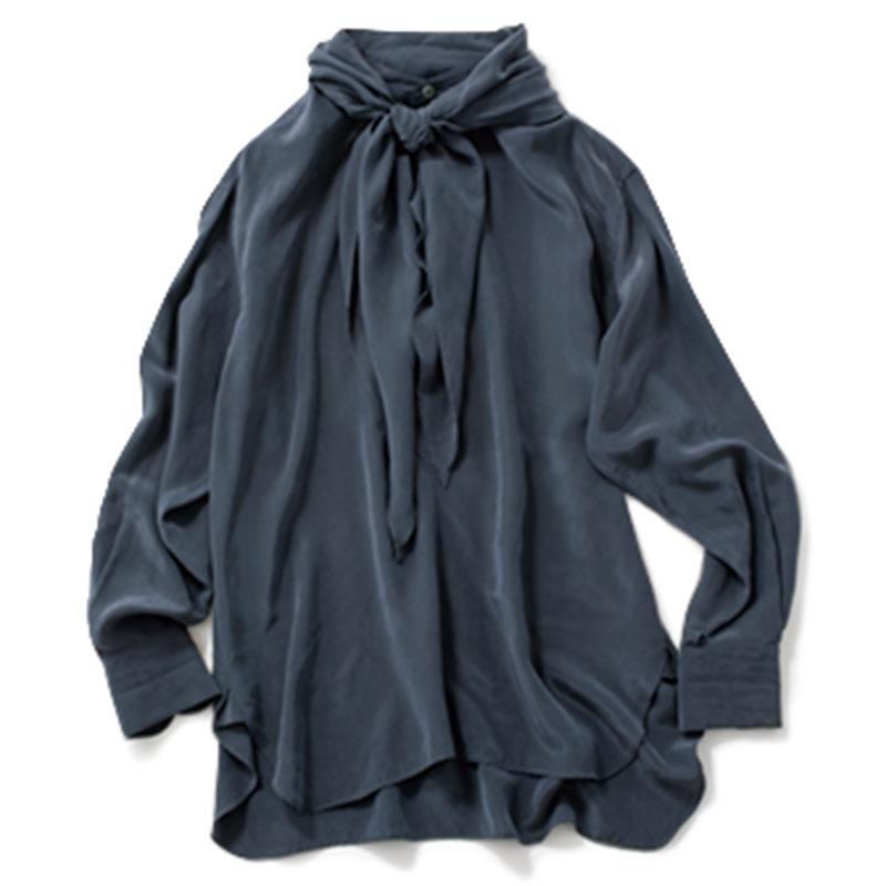 【B】ボウタイブラウス リボンを取り外せば、バンドカラーシャツとしても活躍。長い着丈が今っぽい。¥39,000(イレーヴ/アングローバル)