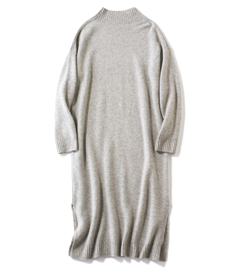 【12】ニットワンピース 長めの丈が今年らしい。パンツと合わせやすい、サイドスリット入り。ニットワンピース¥27,000(ドレステリア/ドレステリア 新宿店)