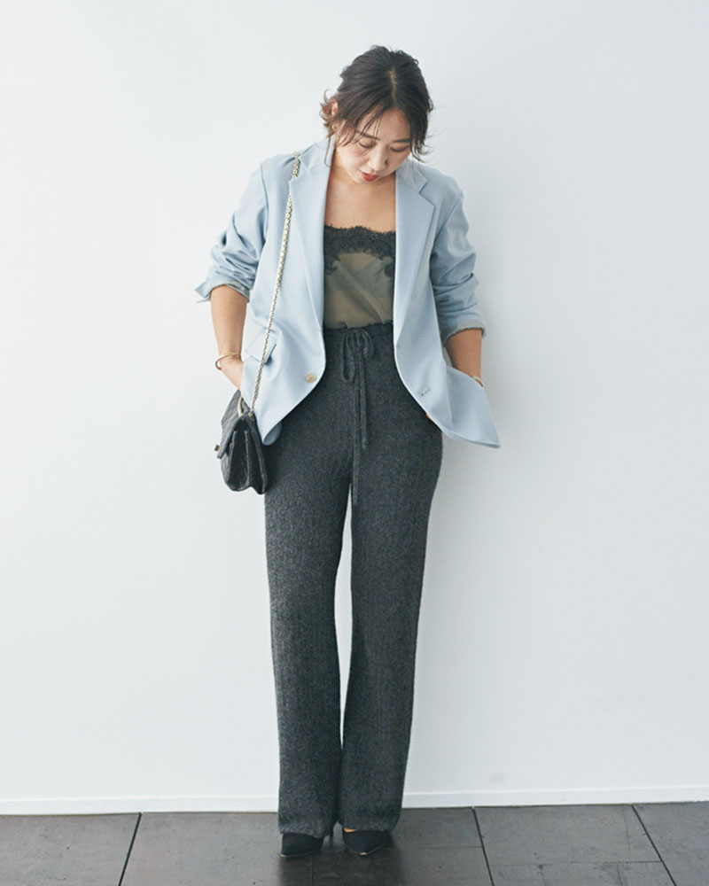 enrica 女性らしいモヘアっぽい素材感と脚長効果のあるハイウエストのニットパンツ。