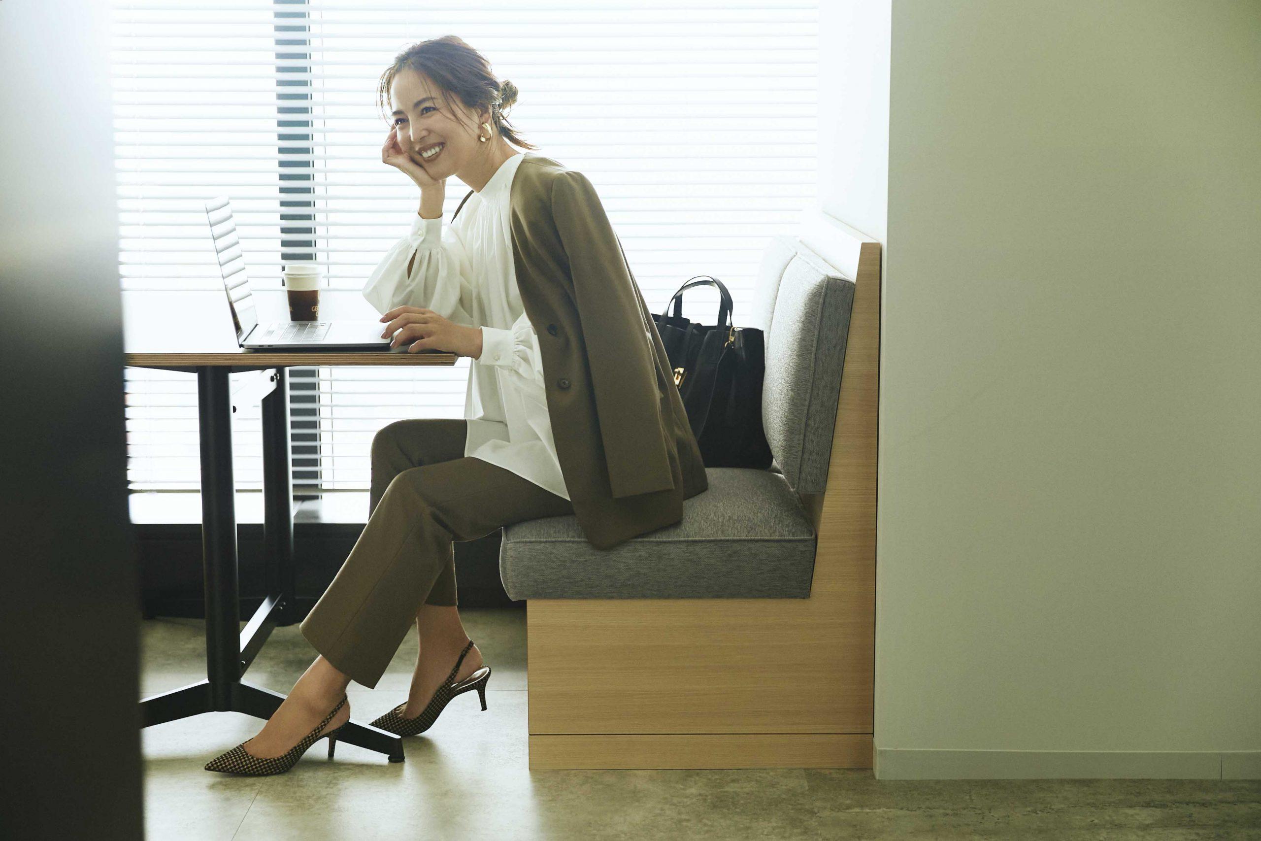 30代ファッションで人気のTOMORROWLANDのセットアップコーデ。モデルは鈴木六夏さん。