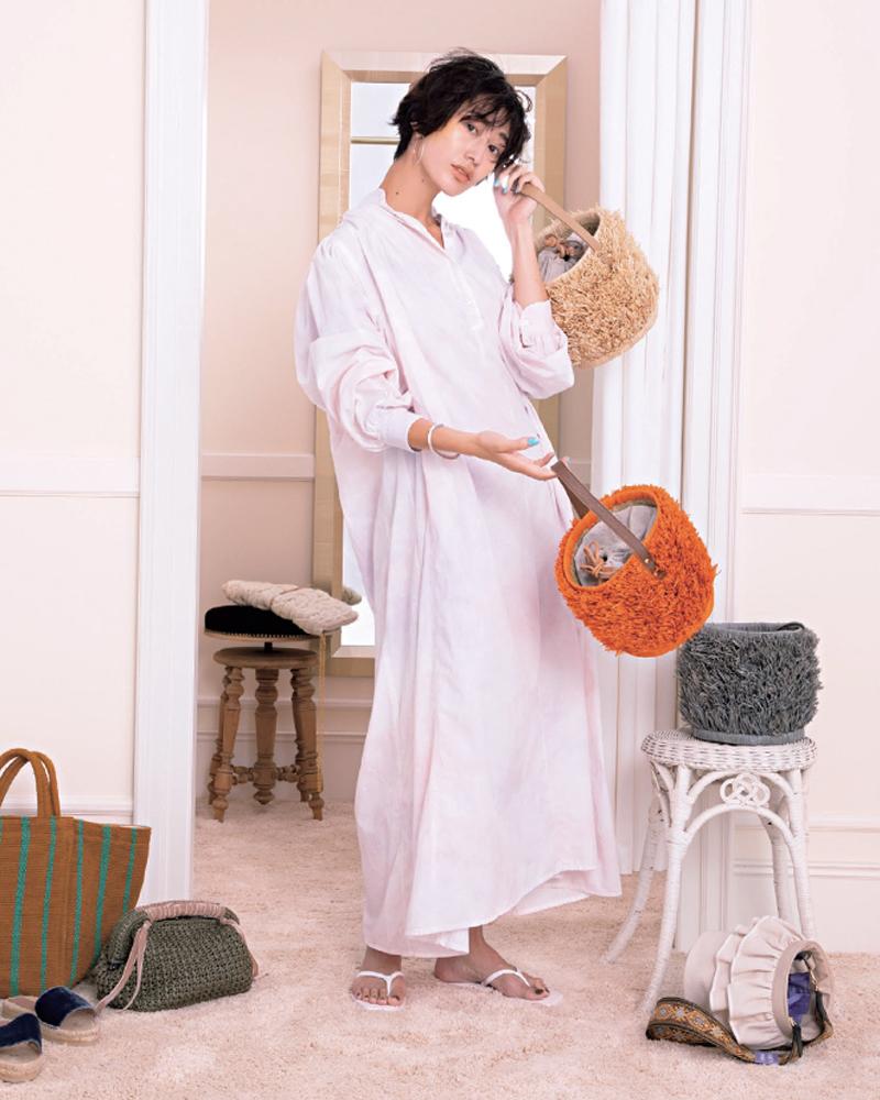 30代ファッションのお手本コーデ。人気のTENのワンピースを着るモデル神山まりあさん。